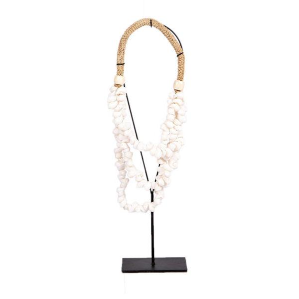 Επιτραπέζιο Διακοσμητικό Κολιέ Με Κοχύλια Λευκό Σε Μεταλλική Μαύρη Βάση 25x7 Y50