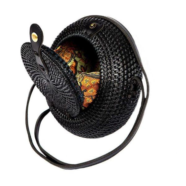 Τσαντάκι Ρατάν Στρογγυλό Μαύρο Με Μαύρο Δερμάτινο Λουράκι Και Υφασμάτινη Επένδυση Δ20 Π8